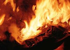 На Подолі згоріли художні майстерні - фото