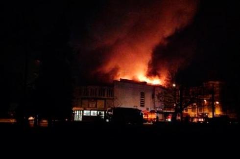 У Києві горить кінотеатр «Жовтень» - фото