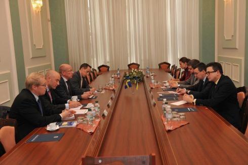 Україна і Швеція домовилися про військово-технічну співпрацю - фото