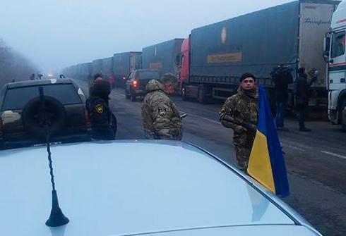 «Гуманітарний допомога» Ахметова забезпечує терористів? - фото