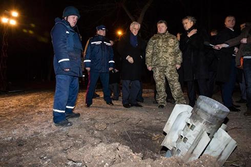Краматорськ обстрілювали зарядами російського виробництва, - Порошенко - фото