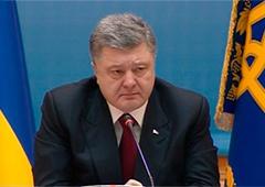 Порошенко: По всій Україні може бути оголошено воєнний стан - фото