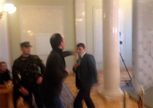 У Верховній Раді побилися Івченко і Соболєв - фото