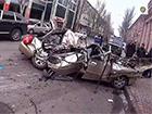 У Донецьку танк розчавив автомобіль з людьми (ВІДЕО)