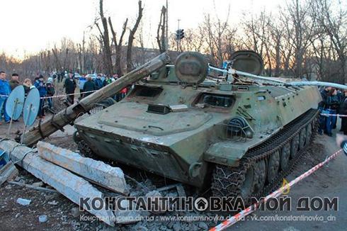 В Костянтинівці в ДТП за участі військових померла маленька дівчинка - фото