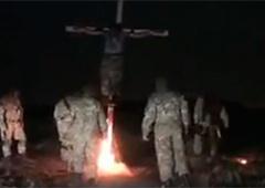 Черговий фейк російської пропаганди: «Як бійці «Азову» спалюють ополченця» - фото