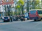 У Донецьку п′яний бойовик врізався в машину і прострелив ногу водієві