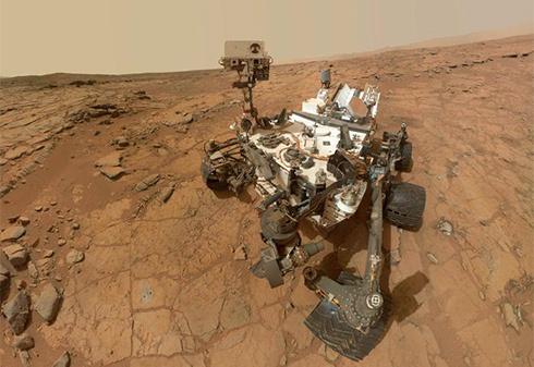 Вода на Марсі може бути прямо під колесами Curiosity - фото