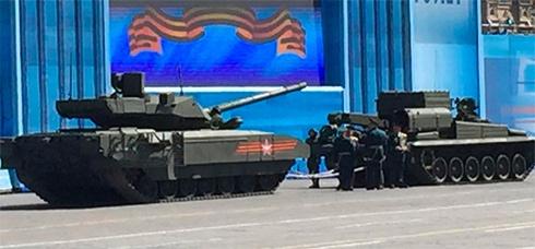 Гордість російського танкобудування «Армата» заглухла на генрепетиції до параду - фото