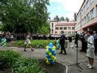 Порошенко відвідав останній дзвоник школи у Слов'янську