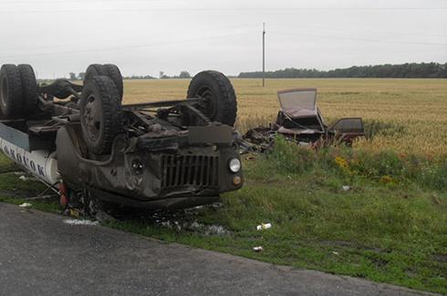 На Полтавщині молоковоз зіткнувся з легковиком, загинули дві людини - фото