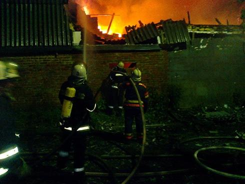 На вулиці Круглій згорів приватний будинок - фото