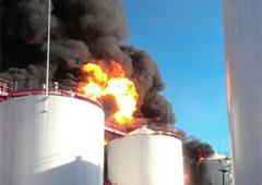 Під Васильковим палають резервуари з паливом - фото
