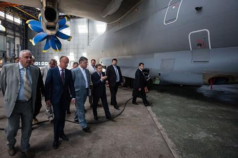 Порошенко при відвідуванні «Антонова» приділив увагу програмі імпортозаміщення - фото