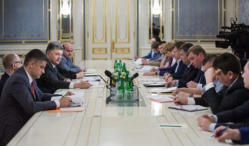 Порошенко: Робота над безвізовим режимом з ЄС повинна бути пріоритетом всіх гілок влади - фото