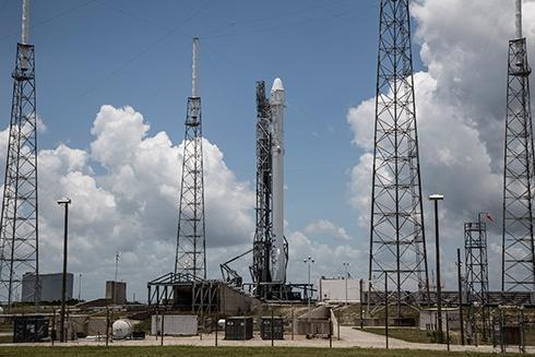 Ракета Falcon 9 вибухнула після старту - фото