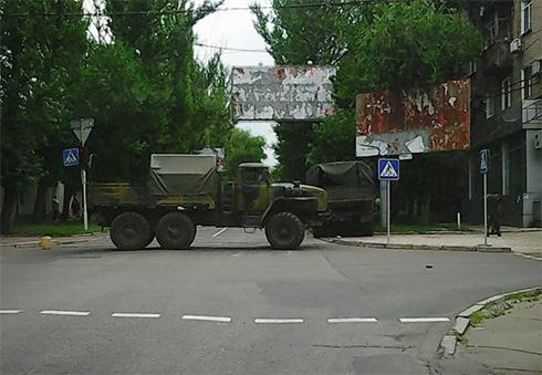 У Донецьку військовий «Урал» протаранив легковика, загинула людина - фото