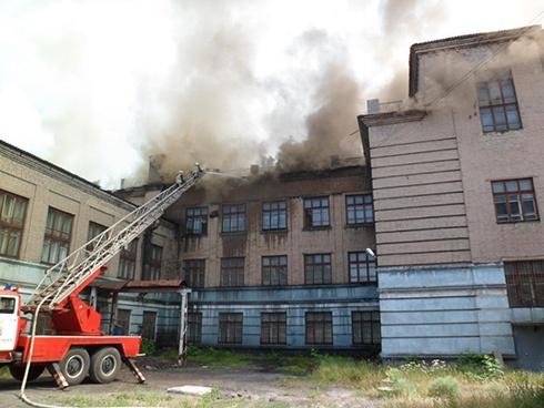 У Запоріжжі сталася масштабна пожежа в школі - фото