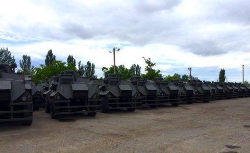 В Україну прибули 55 бронемашин Saxon - фото