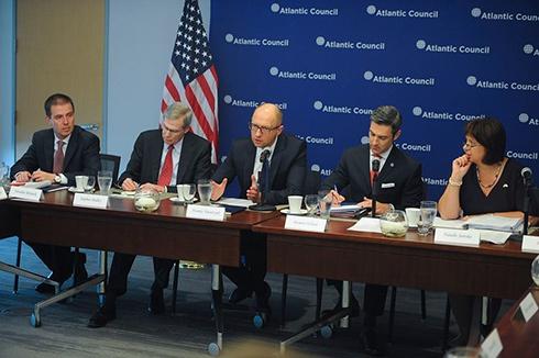 Яценюк: Фірташ має бути притягнутий до відповідальності у США - фото