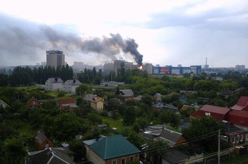 80 пожежників гасили палаючий Науково-дослідний інститут Харкова - фото