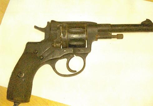 ГПУ показала пістолет, який знайшли у приймальні Шокіна - фото