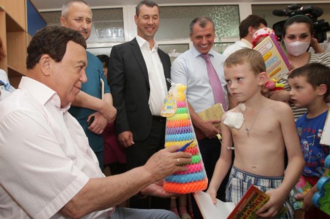 Кобзон подарував дитині іграшку: «Дядя Йося, ти дурак?» - фото