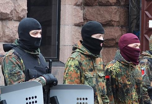 Порошенко хоче заборонити носіння балаклав у мирних регіонах - фото