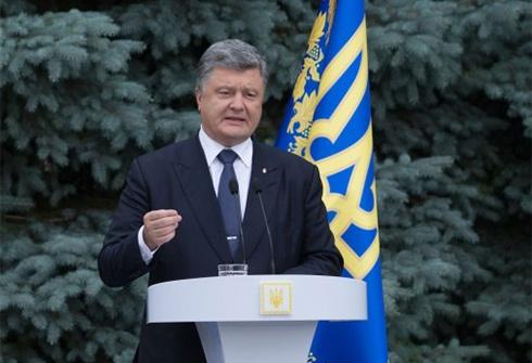 Порошенко: Зміни до Конституції не передбачають ніякого особливого статусу Донбасу - фото