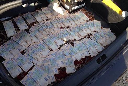 СБУ затримала міліціонерів-хабарників - фото