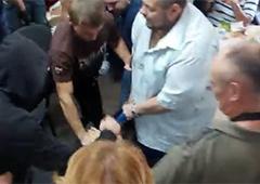 У Чернігові побили Дурнєва [відео] - фото