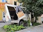 У Кам'янець-Подільському маршрутка врізалася в дерево, є постраждалі