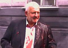 У Львові облили свинячою кров'ю депутата з Опозиційного блоку [відео] - фото
