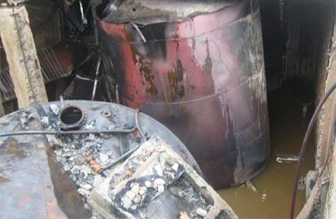 В Білорусі від удару блискавки згоріло 110 тонн спирту - фото