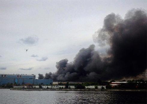 В Москві сталася масштабна пожежа на заводі ЗіЛ - фото