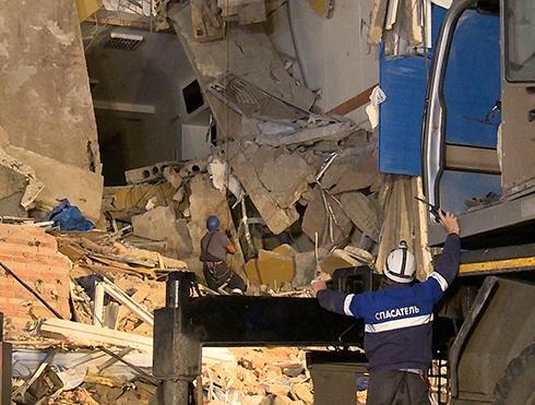 В Омську обрушилася казарма ВДВ, загинули 23 людини - фото