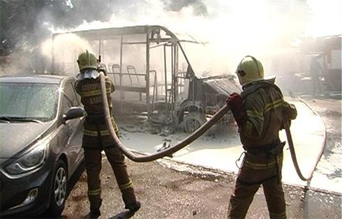 В Сумах під час руху загорілася маршрутка з пасажирами - фото
