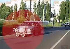 Водій збила коляску з немовлям та продовжила їхати - фото