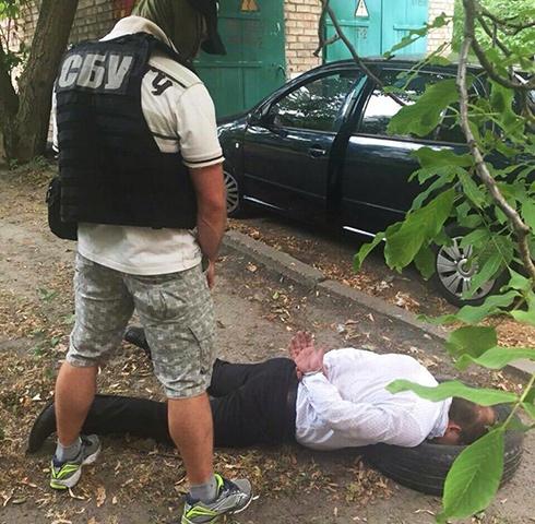 Затримано прокурора, який торгував наркотиками - фото