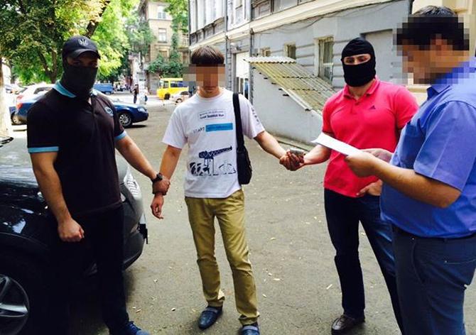 На Одещині на хабарі затримано СБУшника - фото