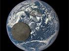 NASA показала «темну сторону» Місяця на тлі Землі