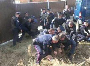На Харківщині міліція застосувала силу до журналістів - фото