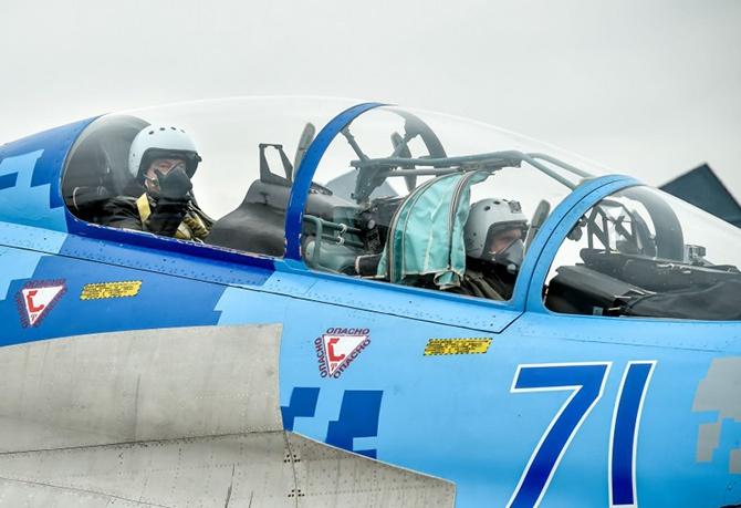 Порошенко політав на винищувачі Су-27 [фото, відео] - фото
