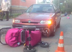 У Вінниці жінка-водій наїхала на дві коляски з немовлятами - фото