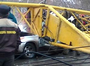 В Омську впав баштовий кран, загинуло чотири людини - фото