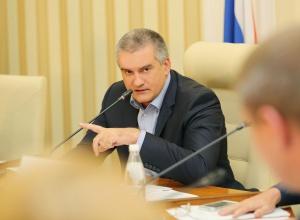 Аксьонов наказав заглушити українські телеканали і радіо - фото