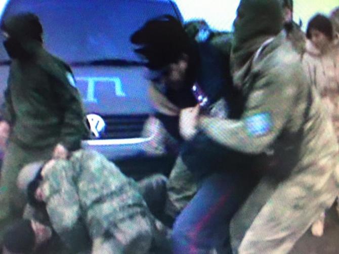 Ілля Ківа з автоматниками намагався розігнати блокувальників Криму - фото