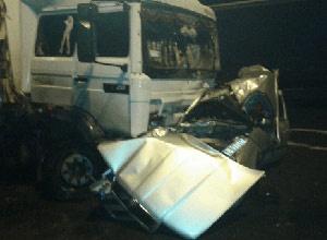 На Рівненщині вантажівка зім'яла легкову машину, загинули троє - фото