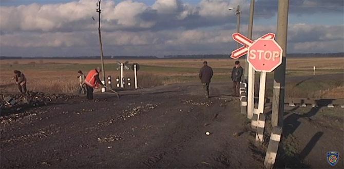 На Вінниччині вантажівка зіткнулася з пасажирським потягом - фото