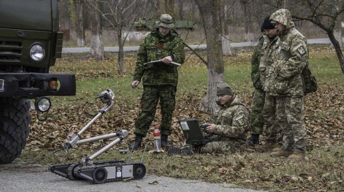 Обладнання для розмінування надійшло з Канади для ЗСУ - фото